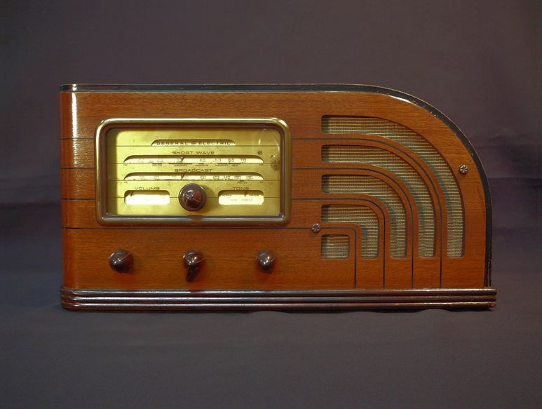 54799 Rca Floor Model Tube Radio also GE F 63 Radio moreover Summer Pickings further Radio Vintage likewise Restoring Old Radio Cabi s. on old wooden ge radios