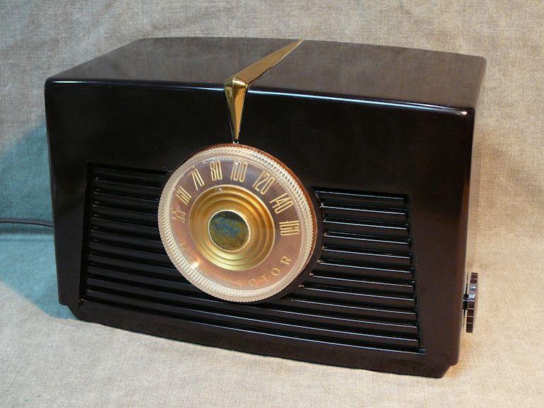 RCA Model 8-X-541 Bakelite Radio (1948)